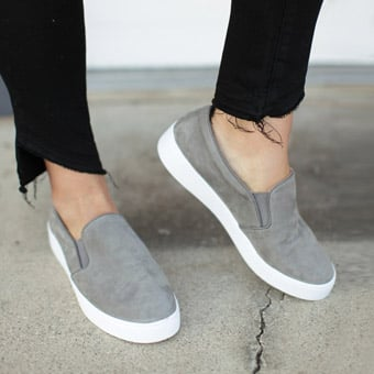Casual Sneaker Style Fashion