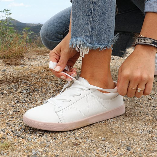 Check out how Ashley Guyatt styles our Chantelle Sneaker with her favorite wardrobe staples.